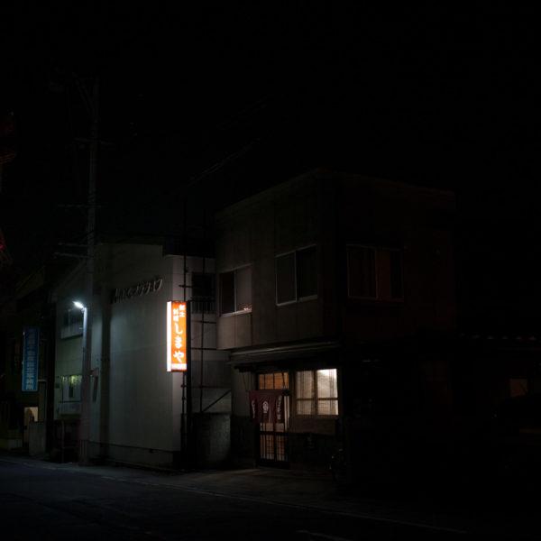 青森県弘前市・2014弘前さくらまつり/「しまや」で食べるトゲクリガニと夜桜の艶