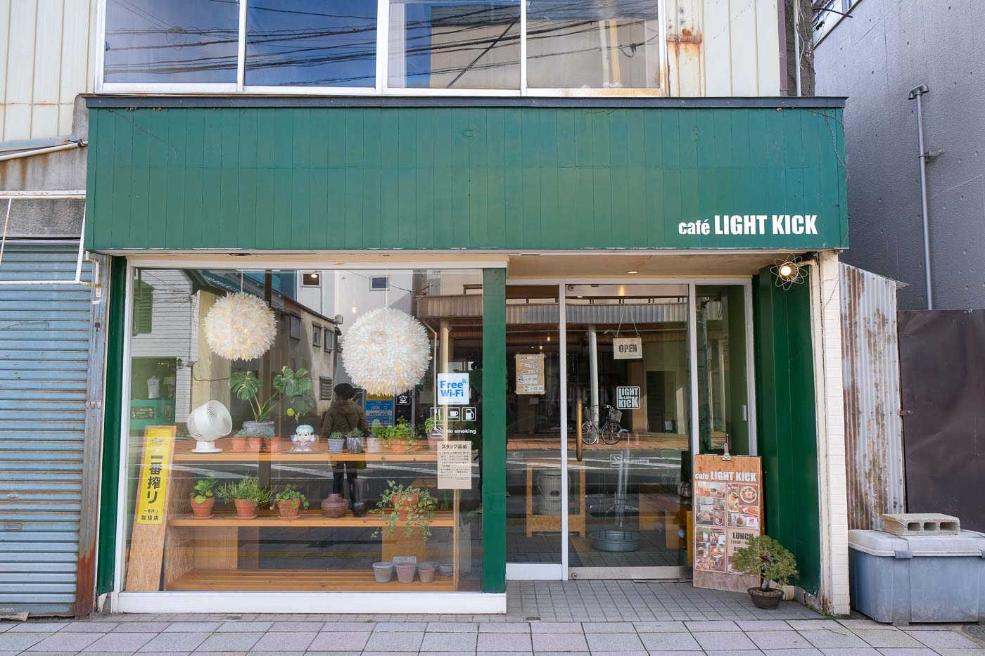 cafe-lightkick-02