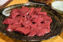 【炭火焼肉功龍/青森県青森市】焼肉交差点の一角で食べる、炙り牛レバーが旨すぎる!!
