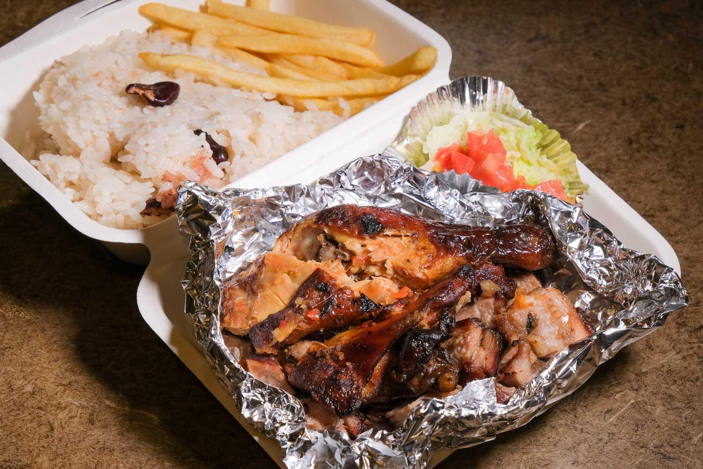 Grill Jamaicaのチキンとポークのジャークミックス