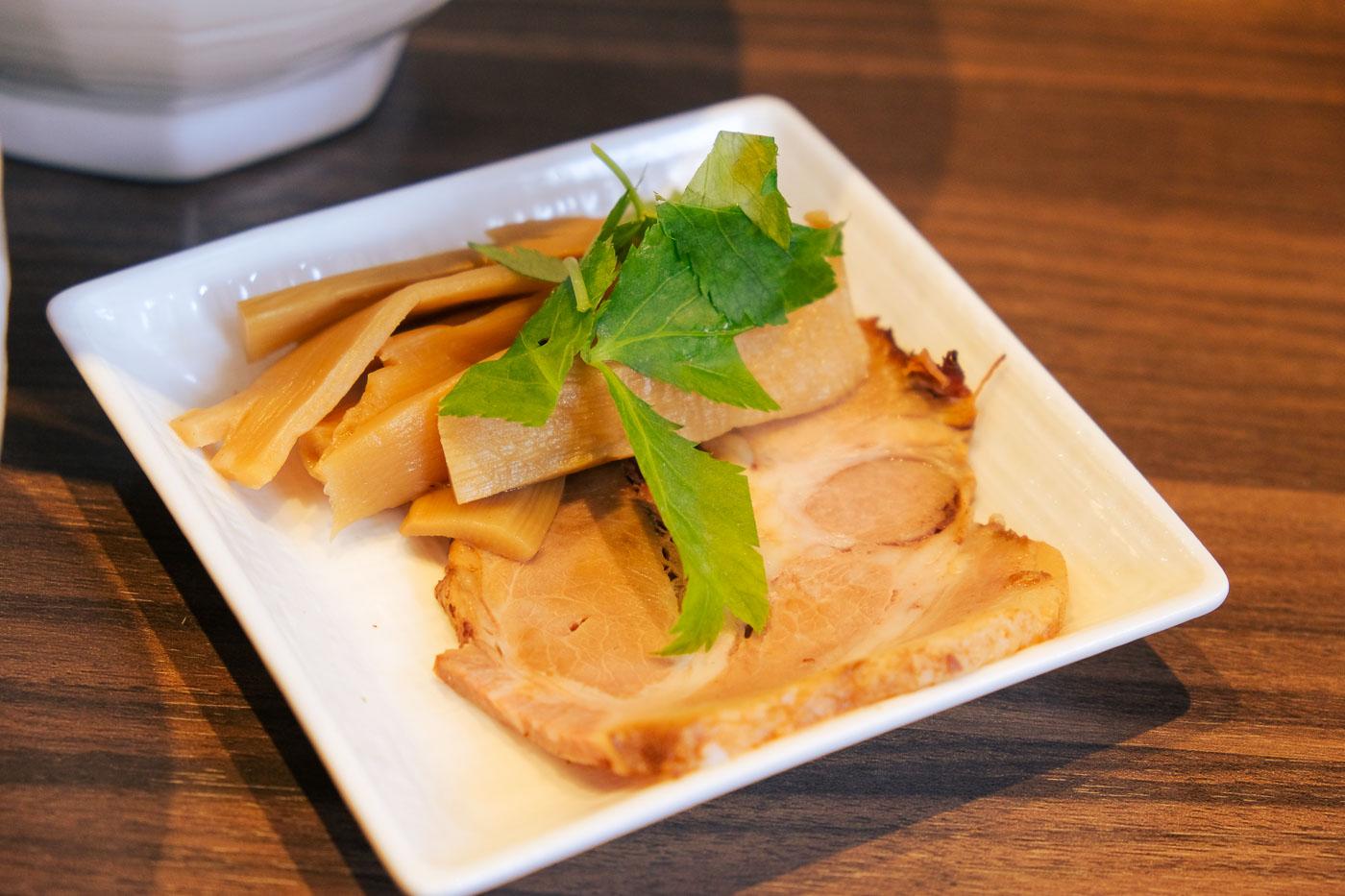 中華ひろとのつけ麺トッピング写真
