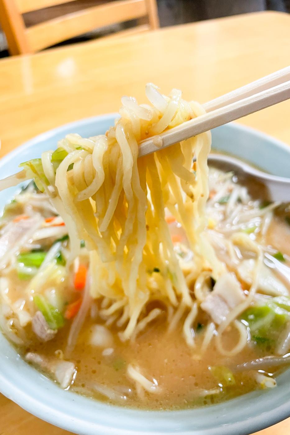 郡山のみたか食堂の味噌タンメンの麺